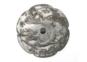 Espelho de bronze chinês  da dinastia Tang decorado com dragão