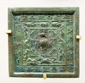 Espelho de bronze chinês quadrado da dinastia Tang, com decoração simbólica no verso - Museu de História da Província de Shaanxi